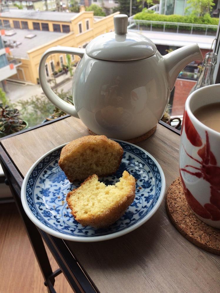doughnut-ish-cardamom-vanilla-tea-cake-side.jpg